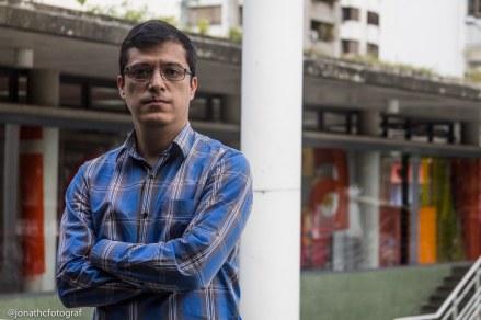 Luis Yslas (Jonathan Contreras)